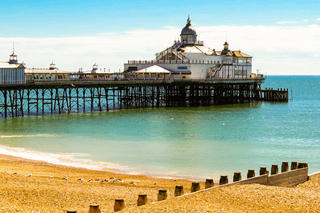 7 Reasons to Learn English at the Seaside in the UK